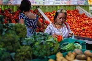 Los precios de algunos productos perecederos, principalmente alimentos, registraron descensos temporales.
