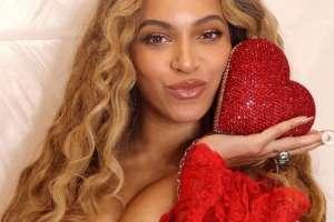 Revelan cuánto cobraron Ariana Grande y Beyoncé en Coachella. Foto: IG