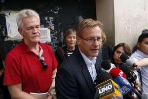 El cónsul de Suecia, un abogado y los padres de Bini lo visitaron en el centro reclusorio. Foto: API