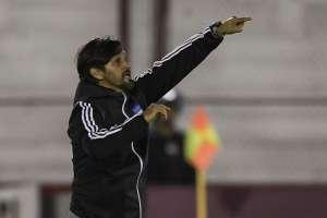 El entrenador interino de Emelec habló tras el triunfo ante Huracán. Foto: AFP