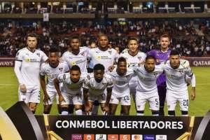 El defensa de Liga de Quito afirmó que prefirió salir del partido tras sentir un calambre. Foto: RODRIGO BUENDIA / AFP