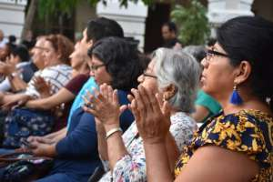 GUAYAQUIL, Ecuador.- Quienes acudieron a este recital entonaron canciones de distintas épocas.
