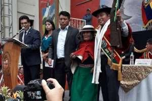 GUAMOTE, Ecuador.- Quishpe también recibió el bastón de mando en medio de una ceremonia ancestral. Foto: AME