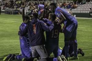 Jugadores de Olmeo, celebrando el gol.
