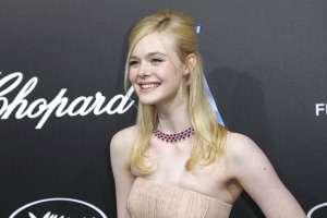 """La actriz Elle Fanning se desmaya en Cannes por """"vestido ajustado"""". Foto: AP"""