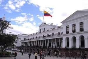 QUITO, Ecuador.- Fiscalía solicitó a la Presidencia remitir los números celulares que usó Rafael Correa. Foto: Archivo