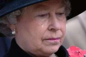 La reina Isabel II desolada por la muerte de su ama de llaves. Foto: AP