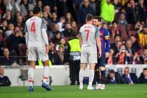 Milner cara a cara con Messi.