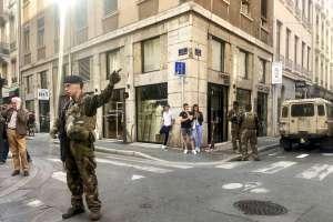 Un dispositivo estalló el viernes en una bulliciosa calle peatonal en Lyon. Foto: AP
