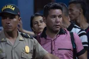 Soldados y policías bloquean el ingreso de venezolanos a territorio peruano. Foto: AFP