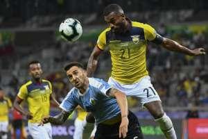 El defensa central habló sobre la goleada que sufrieron ante Uruguay. Foto: Luis ACOSTA / AFP