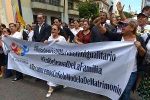 """Los manifestantes corearon consignas como """"La Iglesia unida jamás será vencida"""".Foto: API"""