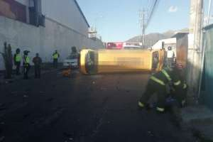 A las 8H00 permanecían cerrados 4 carriles en Carcelén Industrial, en Quito. Foto: AMT Quito