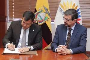 Las autoridades se comprometieron a trabajar juntas en este proyecto reformatorio de ley. Foto: Twitter/César Litardo