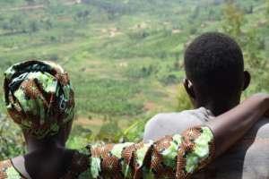 Miles de niños nacieron como resultado de violaciones durante el genocidio.