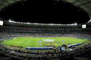 Estadio Maracaná con poco público.