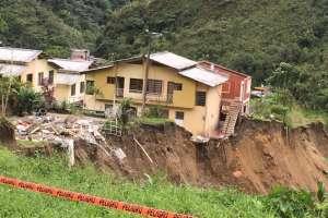 70 familias perdieron sus viviendas en Baños de Agua Santa. Foto: César Velasteguí