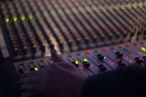 Arcotel ordenó revertir frecuencias de RTS en Quito y de TVC en Guayaquil. Foto referencial / pixabay.com