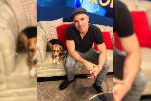 Roberto estuvo acompañado, en el set de Ecuavisa, por su perrhija, Mila. Foto: Carlos Pin