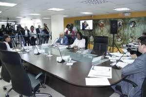 Una medida cautelar se dictó contra revisión del encargo de titular de la Defensoría. Foto: CPCCS