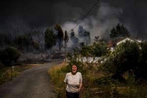 Incendio en Portugal fue ampliamente controlado, pero los bomberos temen que se reactive. Foto: AFP