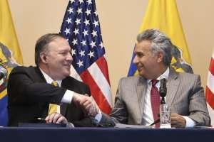 Mike Pompeo, secretario de Estado de los Estados Unidos, y el presidente de Ecuador, Lenín Moreno.. Foto: AFP