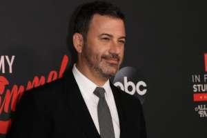 """James Christian """"Jimmy"""" Kimmel es un cómico, actor, presentador, guionista y productor de televisión estadounidense."""