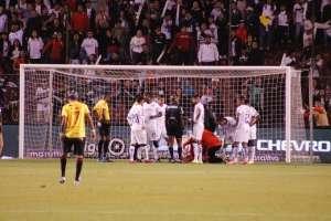 Lesión de Gabbarini ante Barcelona. Foto: Twitter LDUQ.