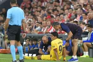 El delantero uruguayo tiene una lesión muscular en el gemelo de su pierna derecha. Foto: ANDER GILLENEA / AFP