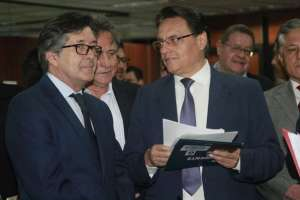 César Montúfar acusa a Rafael Correa y a otros exfuncionarios por asociación ilícita, tráfico de influencias y cohecho.Foto: API