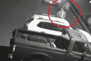 En 30 segundos delincuentes roban un auto en Guayaquil