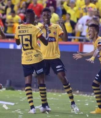 GUAYAQUIL, Ecuador.- Félix Torres (centro) anotó el único gol del cotejo al minuto 66. Foto: API