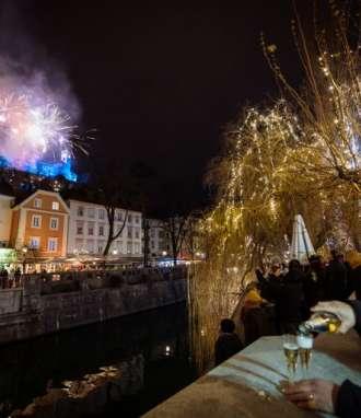 El mundo recibe 2019 con fuegos artificiales y festejos. Foto: AFP