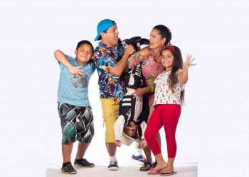 La colorida vida de la familia Tomala Cabeza toma un giro de 360 grados.