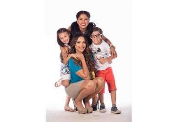 La familia Vaca Galindo crece y ahora vive en la casa modelo de una urbanización.
