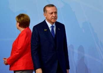 ESTAMBUL, Turquía.- Erodgan provocó indignación en Berlín tras pedir a turcos que no voten por coalición liderada por Angela Merkel. Foto: AFP.