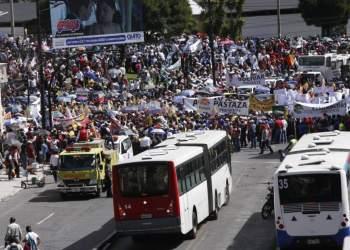 Prefectos marchan a la Asamblea y a Carondelet en Ecuador en rechazo a propuesta de elección por zonas rurales