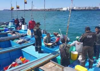 En embarcación se hallaron 30 cuerpos de tiburones de especies amenazadas. Foto: Twitter Parque Nacional Galápagos