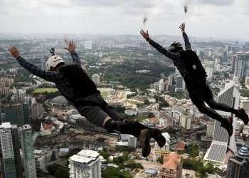Uno de cada 100.000 saltos de paracaidistas totalmente entrenados termina en una muerte.