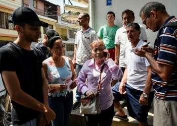 Parientes de colombianos fallecidos en accidente vial. Foto: AFP