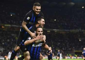 Los 'neroazzuros' ganaron 2-1 y llegaron a 10 unidades +3 de gol diferencia. Foto: Miguel MEDINA / AFP