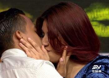 Beso entre Luis Ángel y Salomé