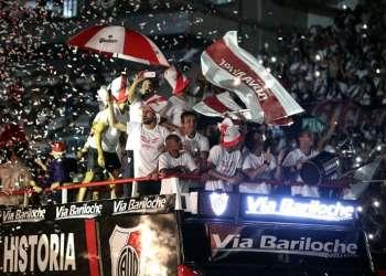 BUENOS AIRES, Argentina.- El equipo 'millonario' festejó con su hinchada casi dos semanas después de haber conseguido el título.
