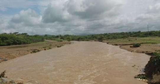 PLAYAS, Ecuador.- Distintas instituciones se trasladaron hasta San Antonio, donde el río Seco se ha desbordado. Foto: SGR