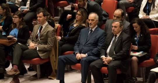 El embajador de Siria ante la ONU, Bashar Jaafari, durante reunión del Consejo de Seguridad de las ONU sobre un alto al fuego.