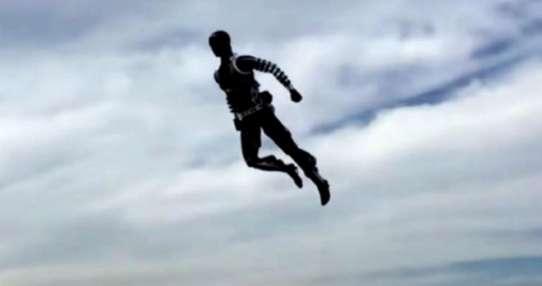 """Los Stuntronics pueden """"volar"""" como superhéroes."""