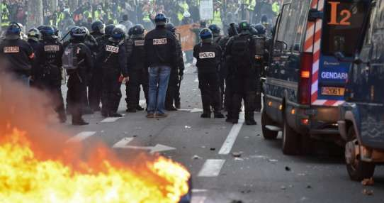 Casi 1.400 detenidos durante protestas en Francia. Foto: AFP