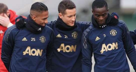MÁNCHESTER, Reino Unido.- Antonio Valencia, Ander Herrera y Eric Bailly durante el entrenamiento de este 11 de diciembre.