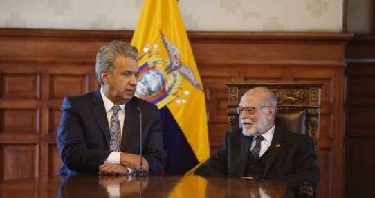 QUITO, Ecuador.- Julio César Trujillo comunicó propuesta a Lenín Moreno, quien le dio su espaldarazo. Foto: API