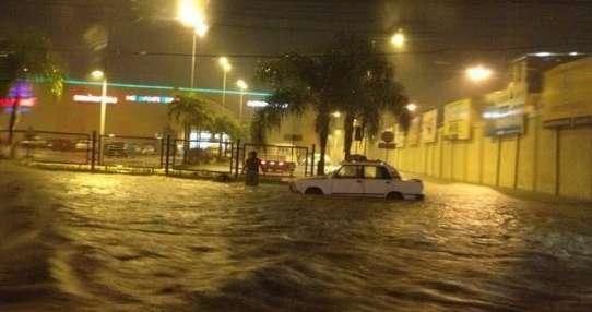 Calles y casas inundadas por lluvias en Guayaquil. Foto: Referencial